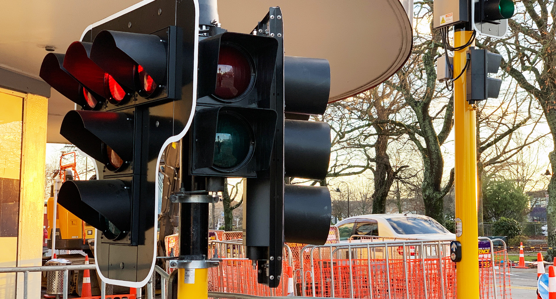Short Traffic Light at CBD intersection